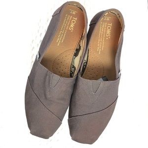 TOMS Taupe gray canvas slip on flats loafers sz 7